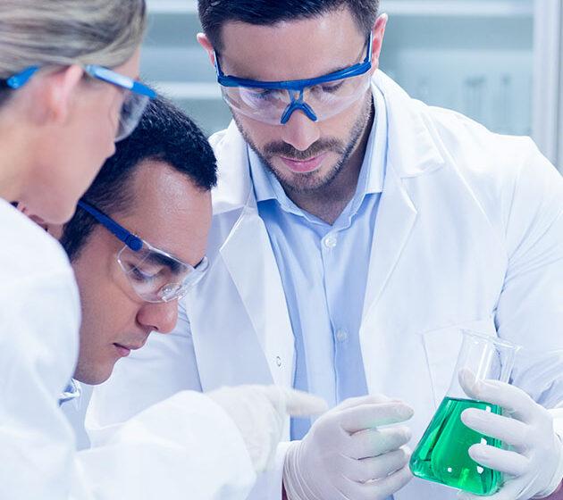 Qualiticiens en laboratoire